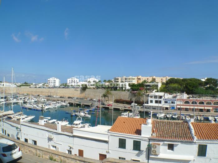 Front line flat at the port of Ciutadella  - Ref. 2289